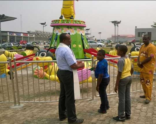 Nigeria-customers-buy-rotary-bee-rides-from-Beston